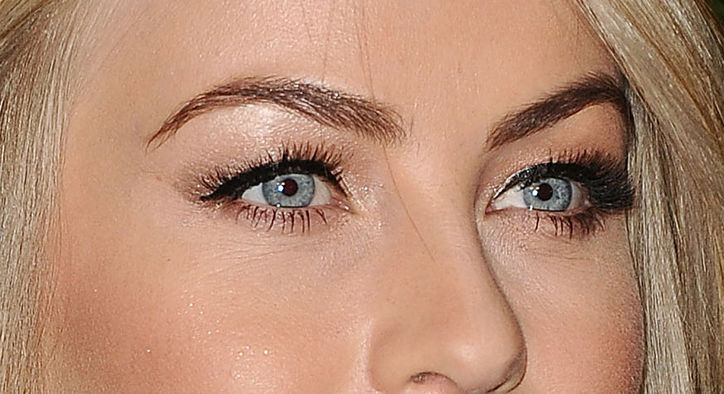 julianne-hough-shimmer-eye-makeup-close